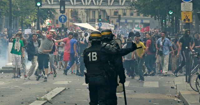 Condena en las instituciones, intifada en las calles
