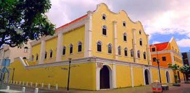 La sinagoga en uso más antigua del continente americano está en Curaçao, con René David Levy Maduro