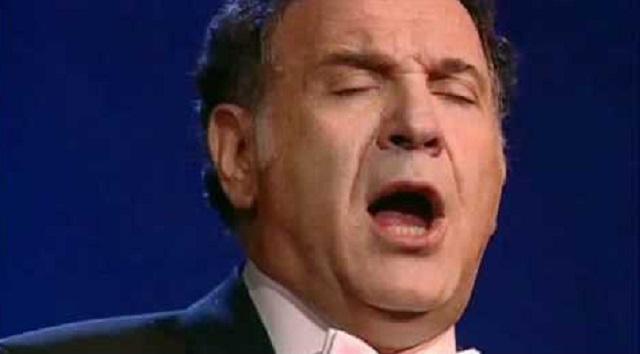 Naftali Herstik canta Selijot en la Gran Sinagoga de Jerusalén