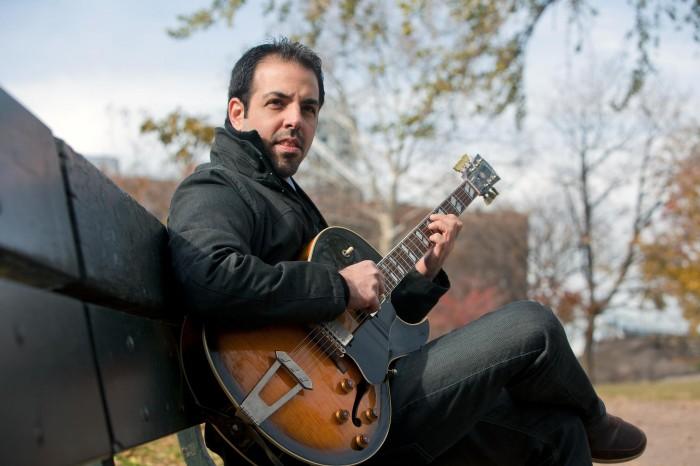 El guitarrista Assaf Kehati al desnudo