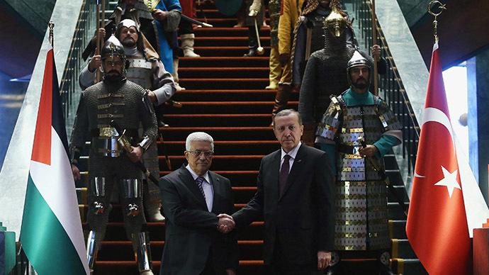 Abbás rectifica, Turquía regresa