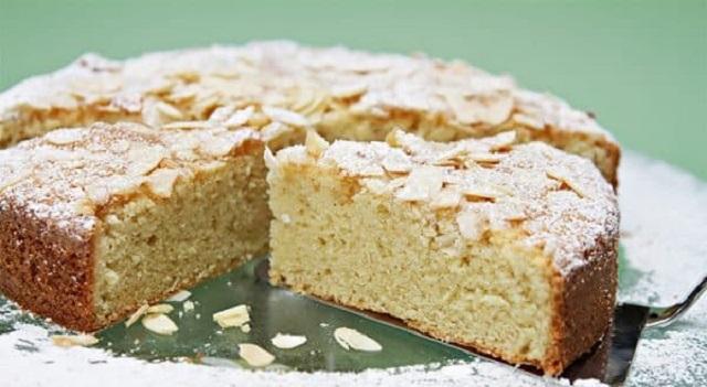 Un pastel y unas albóndigas de cebolleta para Pésaj
