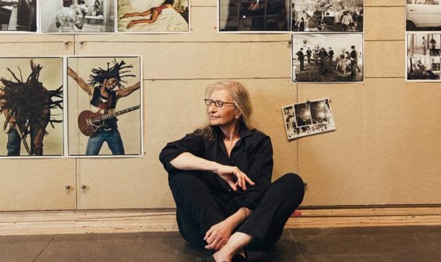 La fotógrafa Annie Leibovitz revisita sus primeros años