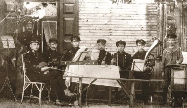 """""""Cuadros de la historia de los judíos en Lituania"""" en el IWO de Bs. As."""