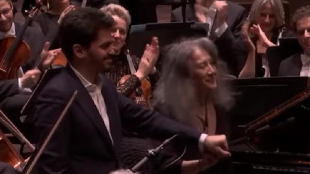 Lahav Shani dirige a Martha Argerich en el Tercer Concierto de Prokofiev