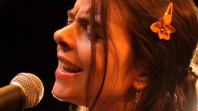Dora Juárez Kiczkovsky: una garganta, muchas voces