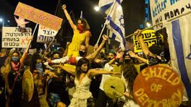 Des manifestations loin de s'essouffler en Israël, avec Yaniv Segal