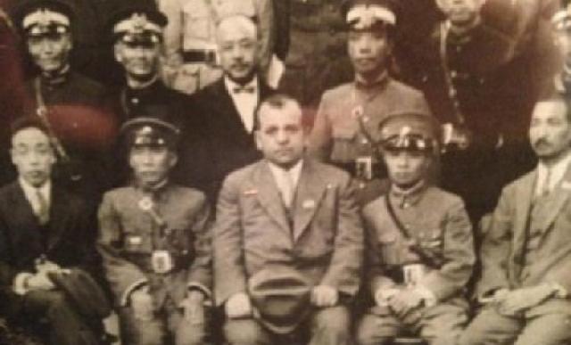 """Las aventuras de Morris """"Dos Pistolas"""" Cohen en la revolución nacionalista china"""