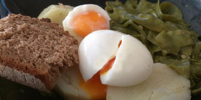 Huevos escalfados y mullidos