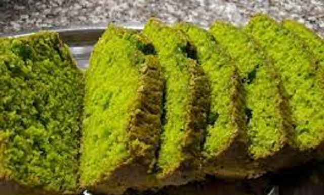 Tortada de almendras y espinacas y pastelitos postPesaj