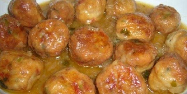 Albóndigas de pescado en salsa de cúrcuma