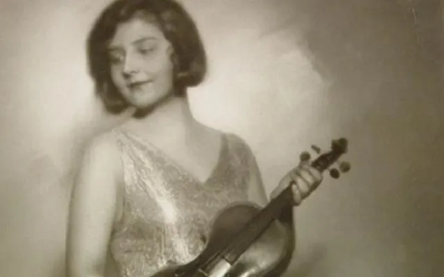 Los Rosé y la directora de la orquesta de mujeres de Auschwitz Alma Rosé, con Arnoldo Liberman